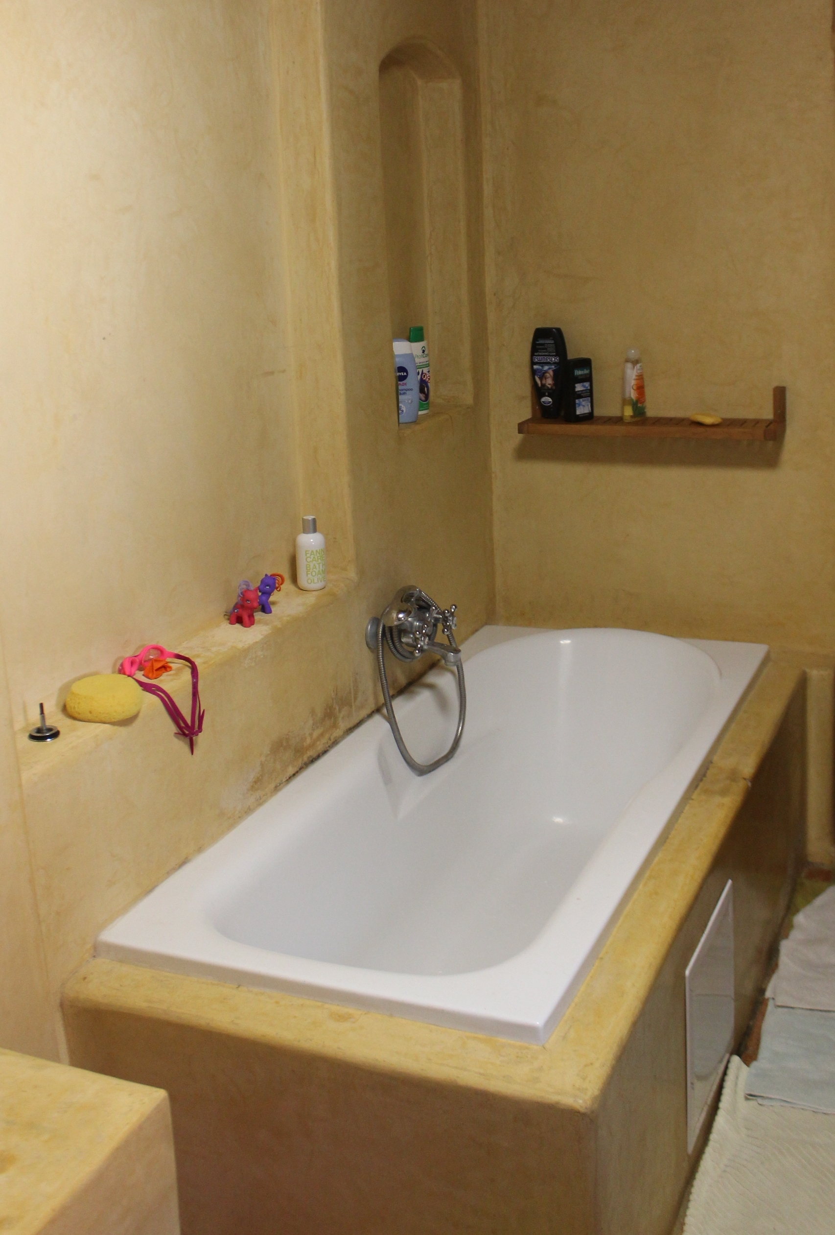Marocký štuk vkoupelně rodinného domu vDolních Lukavicích.